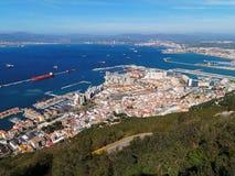 Flyg- sikt av den Gibraltar staden och fjärden från vagga av Gibraltar arkivbild