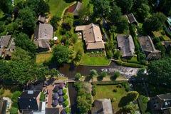 Flyg- sikt av den Giethoorn byn i Nederländerna royaltyfria foton