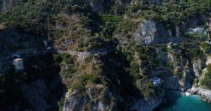Flyg- sikt av den härliga amalfi kusten på sydliga Italien stock video
