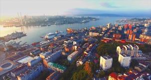 Flyg- sikt av den härliga Egersheld halvön i morgonen russia vladivostok lager videofilmer
