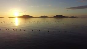 Flyg- sikt av den härliga solnedgången lager videofilmer