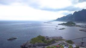 Flyg- sikt av den Hamnoy byn i Norge arkivfilmer