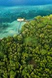 Flyg- sikt av den Hatta ön i Indonesien arkivbilder