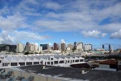 Flyg- sikt av den Honolulu porten och den i stadens centrum horisonten Royaltyfri Fotografi