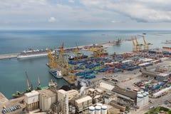 Flyg- sikt av den industriella hamnen Barcelona Royaltyfri Bild