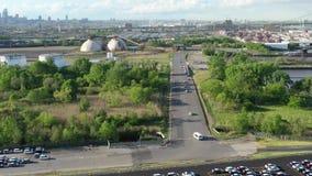 Flyg- sikt av den jätte- parkeringsplatsen för nya bilar som ankommer från utländskt stock video