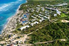 Flyg- sikt av den karibiska semesterorten Arkivbilder