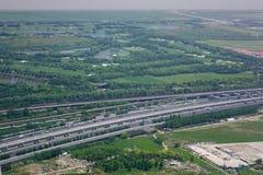 Flyg- sikt av den lantliga huvudvägen arkivfoton