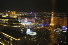 Flyg- sikt av den Las Vegas remsan på natten Royaltyfri Fotografi