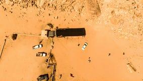 Flyg- sikt av den Lawrence våren i den jordanska öknen nära Wadi Rum Royaltyfria Bilder