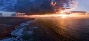 Flyg- sikt av den Legzira stranden på solnedgången royaltyfri foto