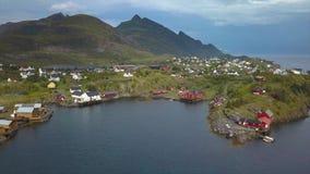 Flyg- sikt av den lilla byn i Norge, Sorvagen arkivfilmer