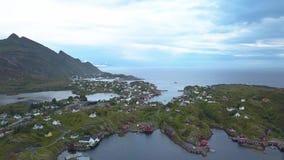 Flyg- sikt av den lilla byn i Norge, Sorvagen lager videofilmer