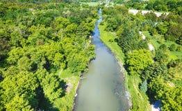 Flyg- sikt av den lilla floden i sommartiden, Kanada Arkivbild
