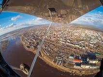 Flyg- sikt av den lilla staden arkivbild