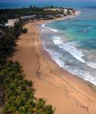 Flyg- sikt av den Luquillo stranden, Puerto Rico royaltyfri bild
