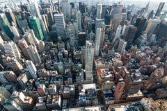 Flyg- sikt av den Manhattan midtownen royaltyfria bilder