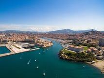 Flyg- sikt av den Marseille pir - Vieux port, helgonJean slott, a arkivfoton