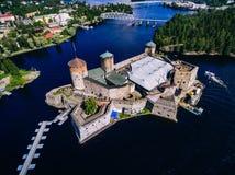 Flyg- sikt av den medeltida slotten för olavinlinna i Savonlinna, Finland Royaltyfria Bilder