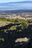 Flyg- sikt av den Montanchez staden från det LaCogolla maximumet Arkivfoton