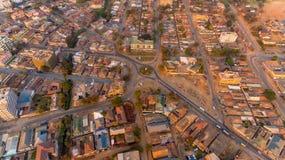 Flyg- sikt av den Morogoro staden royaltyfri bild