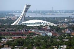 Flyg- sikt av den Olympic Stadium & Montreal staden i Quebec, Kanada Arkivbilder