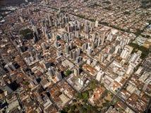 Flyg- sikt av den Ribeirao Preto staden i Sao Paulo, Brasilien Arkivbild