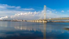 Flyg- sikt av den södra bron Flyg- sikt av den södra gångtunnelkabelbron Kiev Ukraina Royaltyfri Fotografi