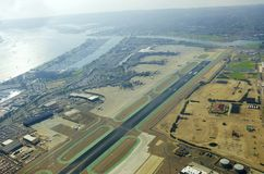 Flyg- sikt av den San Diego flygplatsen Arkivfoto