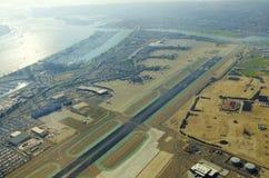 Flyg- sikt av den San Diego flygplatsen Royaltyfri Bild