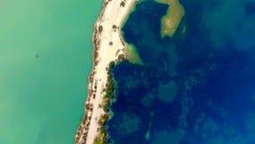 Flyg- sikt av den sandiga flätad tråden för hav stock video
