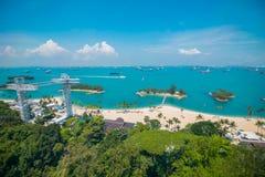 Flyg- sikt av den Siloso stranden i den Sentosa ön, Singapore arkivfoto