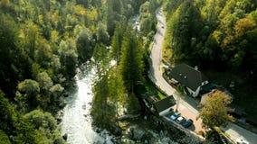 Flyg- sikt av den Soca floden i nationalparken Triglav - Slovenien arkivfoto