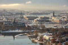 Flyg- sikt av den Stockholm staden under vintern Arkivfoto