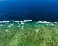 Flyg- sikt av den stora barriärrevet i Australien Arkivbilder