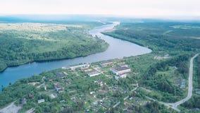 Flyg- sikt av den Svir floden tidigt på morgonen arkivfilmer