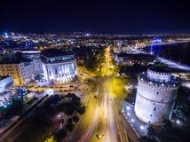 Flyg- sikt av den Thessaloniki staden på natten Royaltyfri Bild