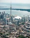 Flyg- sikt av den Toronto horisonten Arkivbild