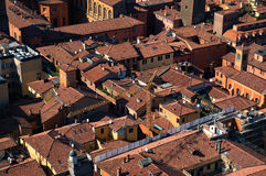 Flyg- sikt av den typiska italienska staden royaltyfri foto