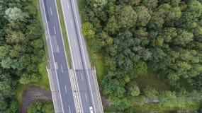 Flyg- sikt av den upptagna vägen i Sosnowiec Polen Arkivfoton