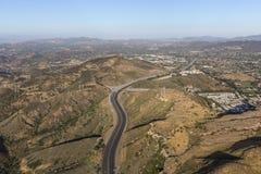 Flyg- sikt av den Ventura 101 motorvägen i Newbury Park Kalifornien Royaltyfria Foton