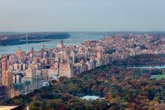 Flyg- sikt av den övrevästra sidan och Central Park i nedgången, NYC Royaltyfri Foto