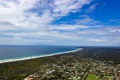flyg- sikt av den Wategoes stranden p? Byron Bay Fotoet togs ut ur en Gyrocopter, Byron Bay, Queensland, Australien royaltyfri foto