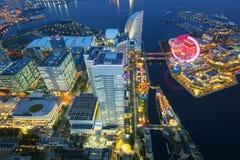 Flyg- sikt av den Yokohama staden på skymning Arkivfoto