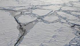 Flyg- sikt av det djupfrysta arktiska havet Arkivbild