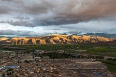 Flyg- sikt av det Gyantse länet, Tibet, Kina Royaltyfria Foton
