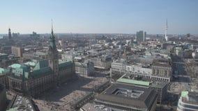 Flyg- sikt av det Hamburg stadshuset, stadfyrkant, Jungfernstieg stock video