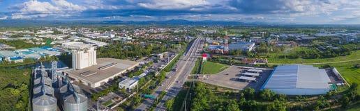 Flyg- sikt av det industriella godset nordliga Thailand Arkivfoton