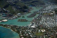 Flyg- sikt av det Kuapa dammet, Hawaii Kai Town, Portlock, moln och Royaltyfri Fotografi