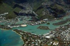 Flyg- sikt av det Kuapa dammet, Hawaii Kai Town, Portlock, moln och Royaltyfri Bild